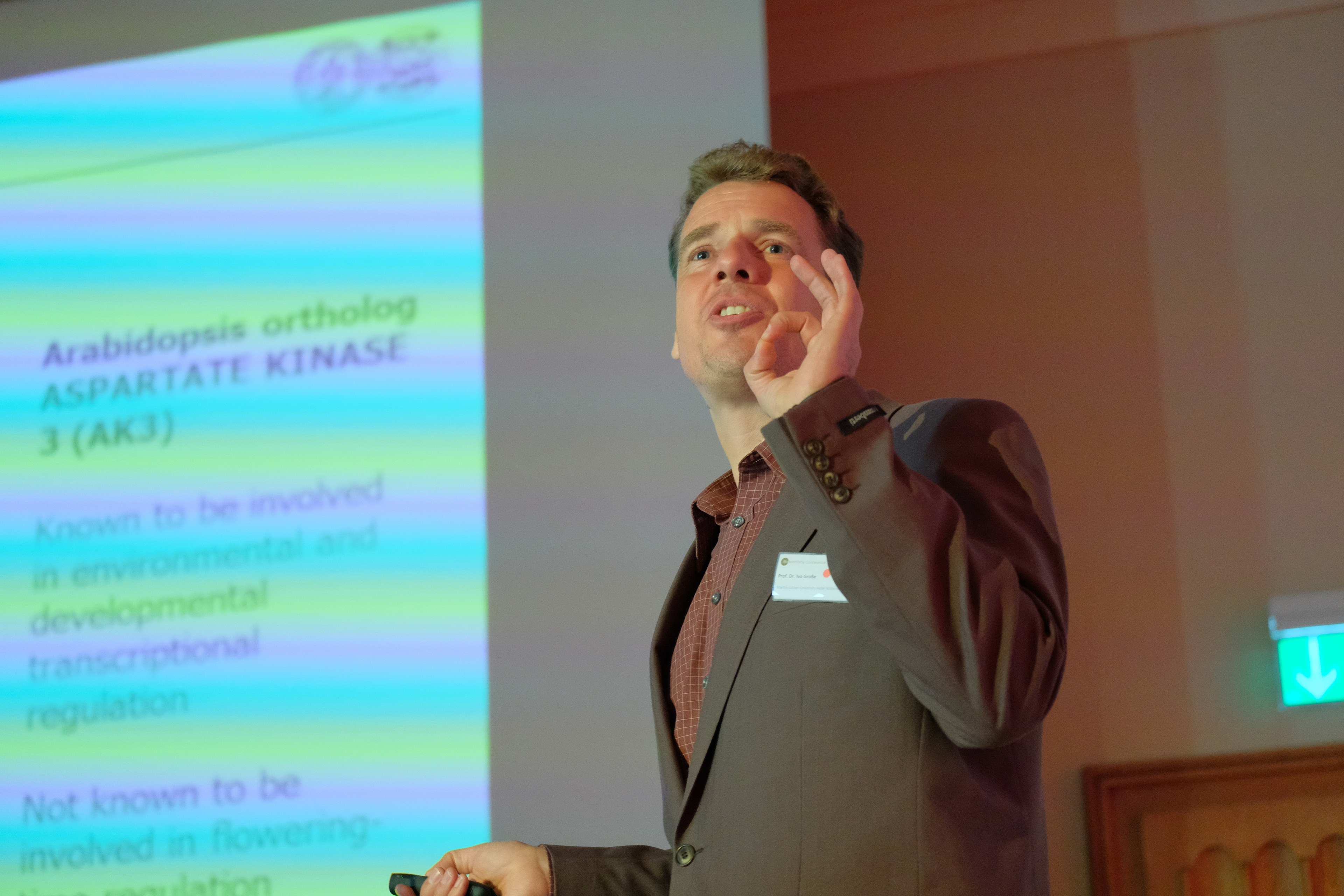 Ivo Grosse at his talk (Foto: Michael Deutsch).JPG