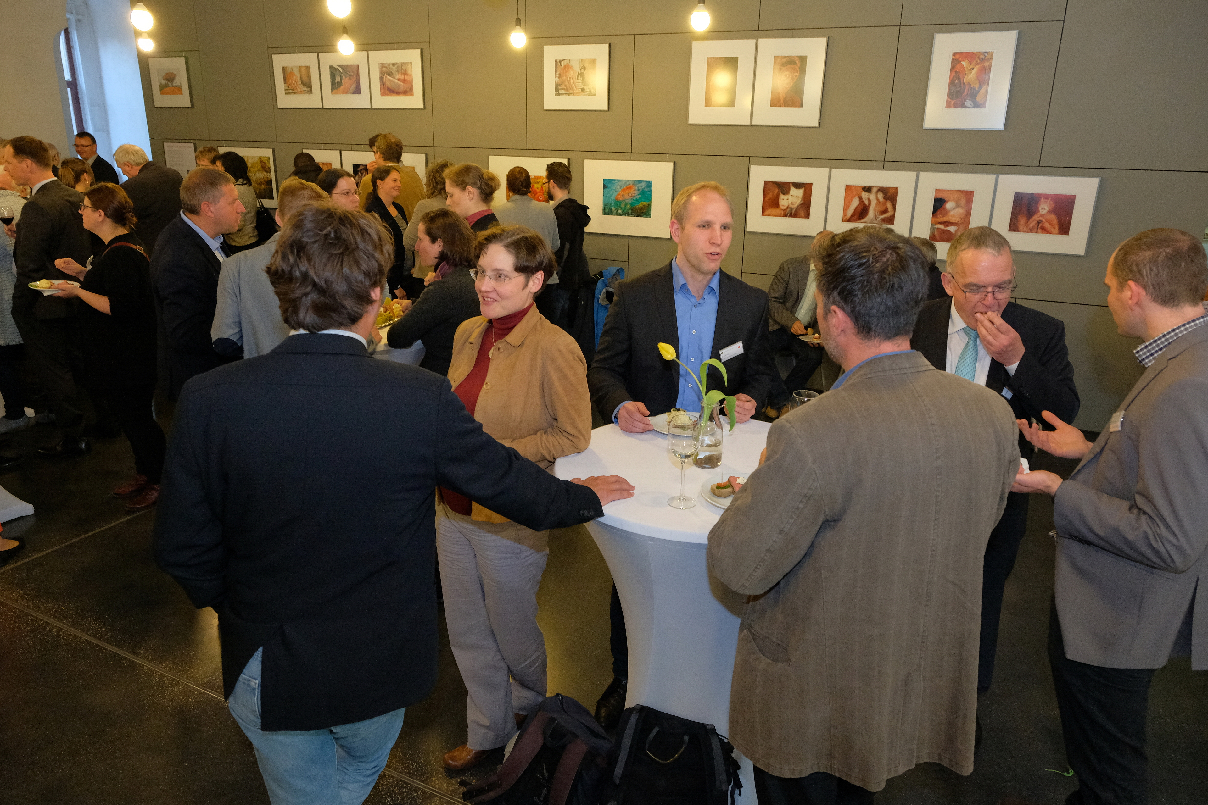 Networking at the dinner event (Foto: Michael Deutsch).JPG
